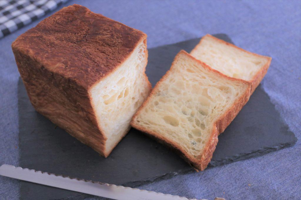 フランスAOC認定発酵ラヴィエットバターを贅沢に使いました。 店頭でも特に人気のマンマーノのデニッシュは、非常に柔らかい生地でできてます。 他にはない、芳醇なバターの香りとリッチな味をお楽しみ下さいませ。 アレルギー表示 (小麦、卵、乳)