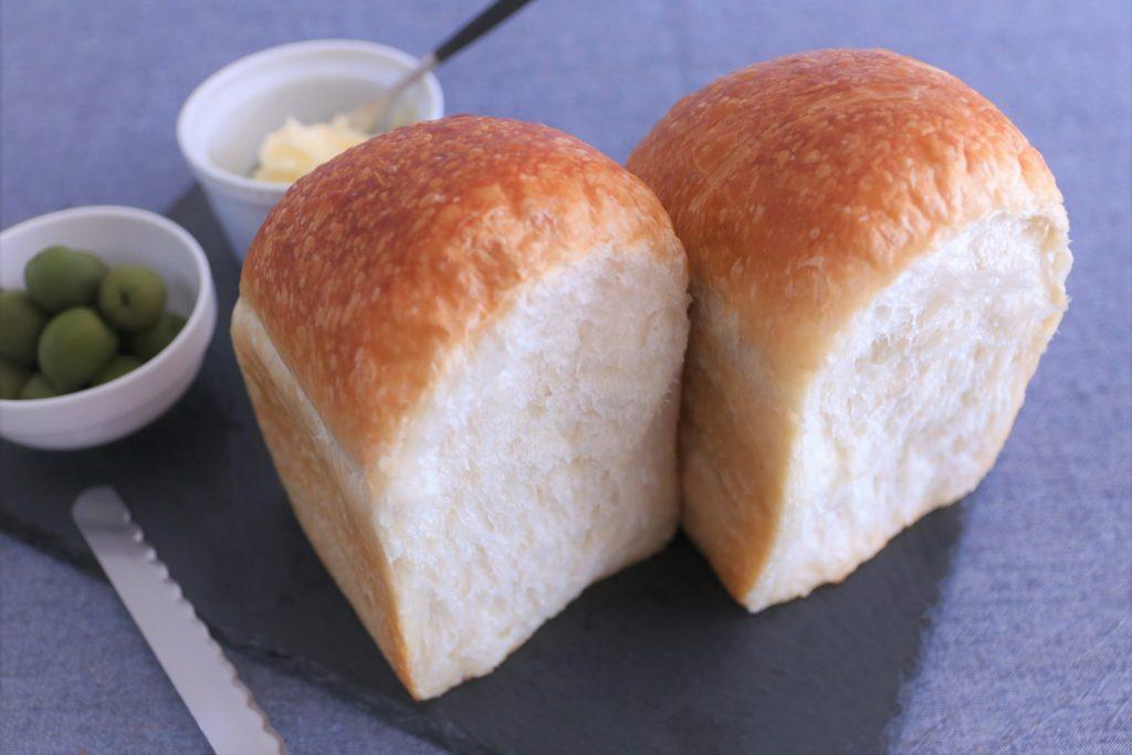 バゲット生地100%のリーンな食パンです。 北海道産、高級イタリア産小麦粉を独自ブレンドし、本場の味を意識しました。 重みと粘り強さを一番感じられる食パンです。 しっかりとした味付けのお食事にも合います。 アレルギー表示 (小麦)